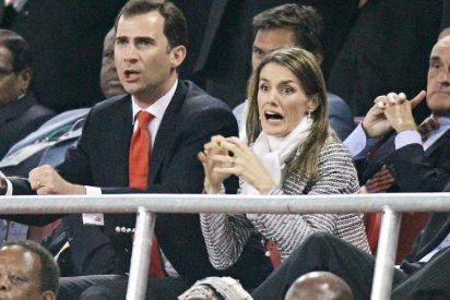 La Reina Letizia pasa del fútbol: Felipe VI estará solo durante la pitada antiespañola de la Copa del Rey