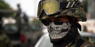 El terrible vídeo del militar mexicano que mata a quemarropa al ladrón de gasolina