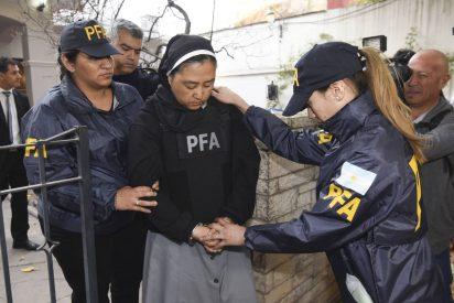 """¡ESCANDALOSO!: Detienen a una monja acusada de elegir a niños """"sumisos"""" para curas violadores"""