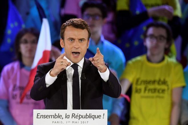 """Emmanuel Macron denuncia un """"pirateo masivo"""" de documentos el último día de campaña"""