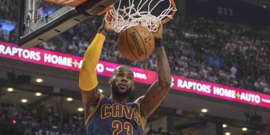 LeBron James barre a Ibaka y los Spurs caen en Houston