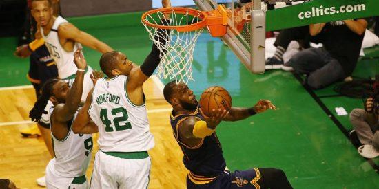 Baño de realidad: LeBron (38) y Love aplastan a los Celtics