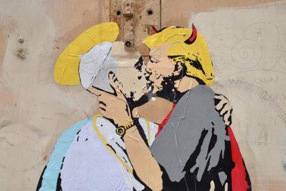 Aparece en Roma un mural del Papa y Trump besándose