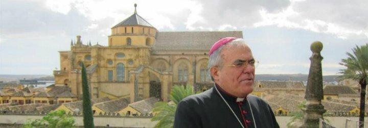 """El obispo de Córdoba invita a sus fieles a """"llegar hasta el martirio"""" para defender la catedral"""