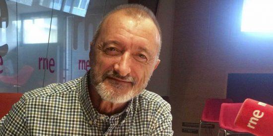 Pérez-Reverte hace picadillo a la izquierda 'acomplejada' y a la derecha 'estúpida'