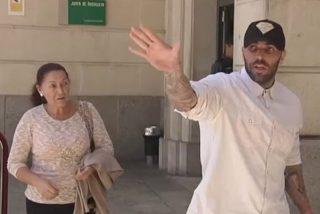 """La madre del hincha del Betis detenido tras sacudir al del Athletic: """"Es un niño muy bueno"""""""