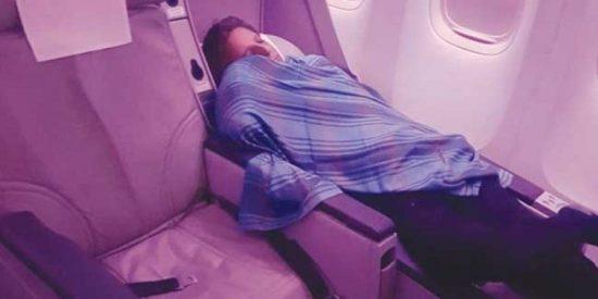 El piloto que se echa una siesta en pleno vuelo porque va a su aire