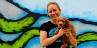 ¡Impresionante!: Le conceden días de permiso en su trabajo por 'maternidad de su perra'