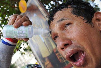 Este es el efecto que causan los gases lacrimógenos que lanza Maduro contra sus detractores