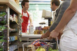 Los 4 trucos para elegir la fila más corta en la caja del supermercado