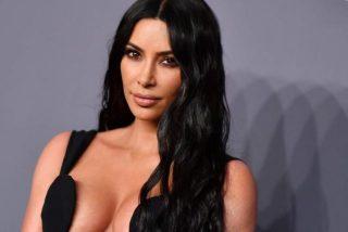 Kim Kardashian, pillada en una camiseta transparente saliendo de casa de un amigo