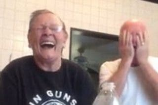 El vídeo de la abuela cabrona que gasta una broma al pardillo de su marido arrasa en la red