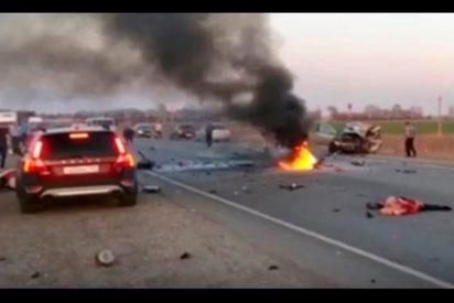 ¡DURAS IMÁGENES!: Un sacerdote y su hermano causan un trágico accidente de motos en una autopista