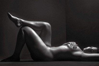 La modelo XL que posa completamente desnuda y enseña su celulitis