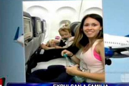 ¡OTRA VEZ!: Familia expulsada de avión por negarse a dejar asiento por el cual pagaron