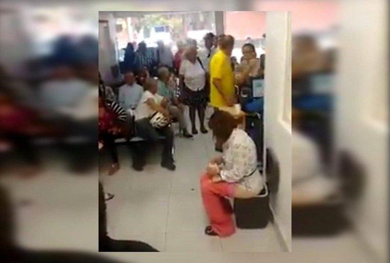 [VÍDEO] La mujer que hace pis en un bote de basura del abarrotado centro sanitario