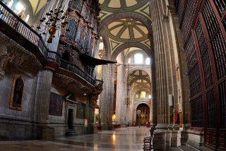 Apuñalado un sacerdote mientras celebraba misa en la Catedral de Ciudad de México