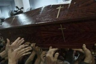 """Coptos indignados: """"Defenderemos esta cruz con nuestra sangre. Los vengaremos o moriremos como ellos"""""""
