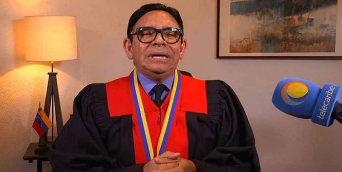 [VÍDEO] El educado juez del TSJ de Venezuela que le mete por el culo a Maduro la Constituyente