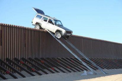 Narcotraficantes mexicanos se saltan en coche el 'Muro de Trump' usando rampas