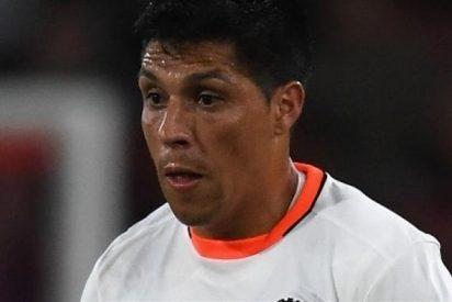 El nuevo entrenador del Valencia 'liquida' a Enzo Pérez por la espalda (y luego esconde la mano)