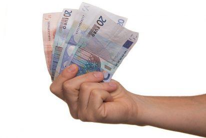 Los españoles ganan al mes de media un 15,4% menos que los europeos