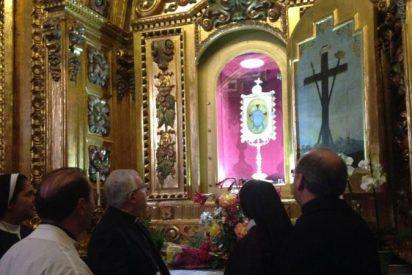 Investigan la aparición de siete cruces invertidas en el santuario de la Santa Faz