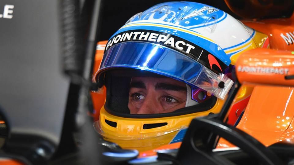 Así desintegra Fernando Alonso dos pájaros a 350 por hora en las 500 millas de Indianápolis
