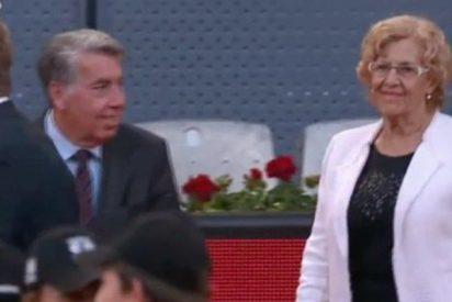 Tremenda pitada a Manuela Carmena en el Madrid Open de tenis y cachondeo en Twitter