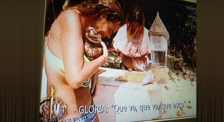 'Supervivientes': Pillan a Leticia Sabater guardándose comida dentro del bikini