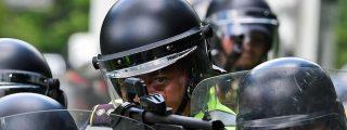 El vídeo del diabólico policía chavista disparando fríamente contra la víctima mortal número 74