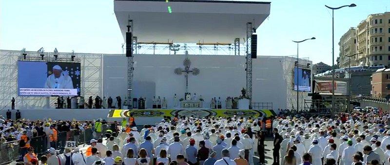 """Misa del Papa en Génova: """"Dios os quiere en salida, libres de la tentación de conformaros"""""""