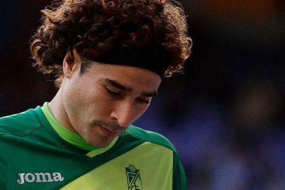 ¿Por qué el 'Memo' Ochoa es tema de conversación en el vestuario del Barça?