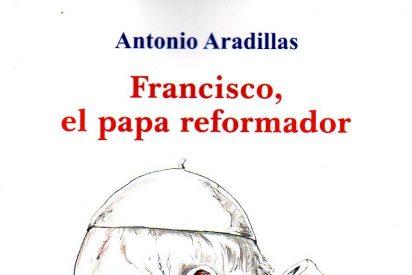 """Antonio Aradillas firma ejemplares de """"Francisco, el Papa reformador"""""""
