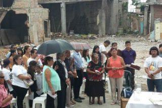 A un año del terremoto de Ecuador, Manuel Rodicio todavía celebra la Eucaristía en la calle