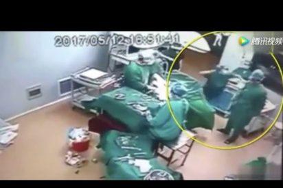 [VÍDEO] Vergonzosa bronca entre dos médicos en un quirófano, en plena operación