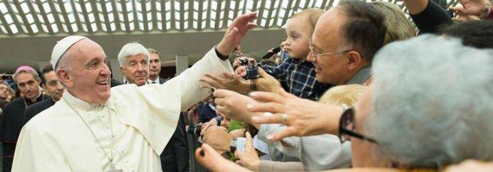 """Francisco: """"Dios siempre nos sorprende porque es un Dios vivo y camina con nosotros"""""""
