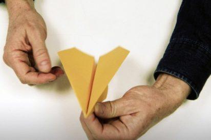 La Universidad de Harvard publica un tutorial para hacer el mejor avión de papel del mundo