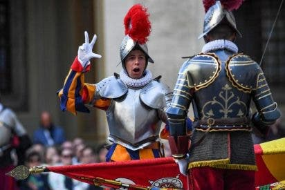 """El Papa, a la Guardia Suiza: """"Están llamados a ser fuertes y valientes"""""""