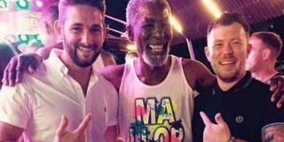 ¿Sabe alguien qué leches hacía Morgan Freeman de juerga con los borrachuzos de Magaluf?