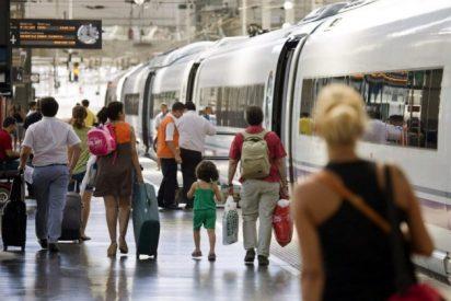 Renfe asume los 844 trabajadores de Adif encargados de vender billetes de tren en las estaciones