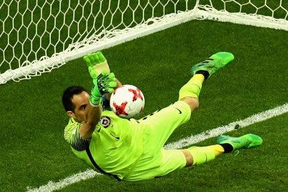 Claudio Bravo deja a Cristiano Ronaldo sin final de la Copa Confederaciones