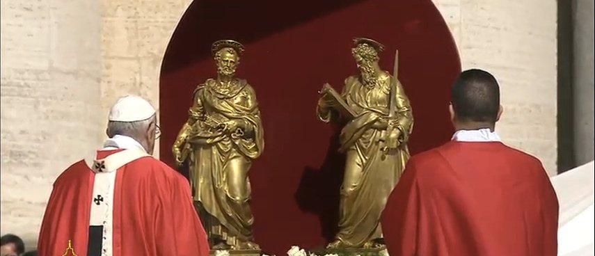 """Francisco invita a preguntarnos """"si somos cristianos de salón, o apóstoles en camino"""""""