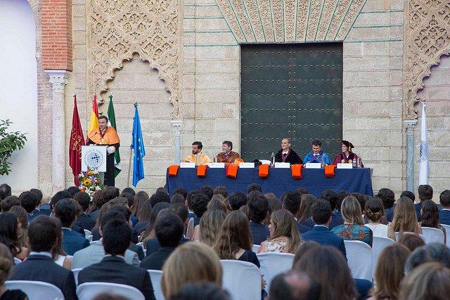 El Real Alcázar de Sevilla acoge la graduación de la primera promoción de la Loyola Andalucía