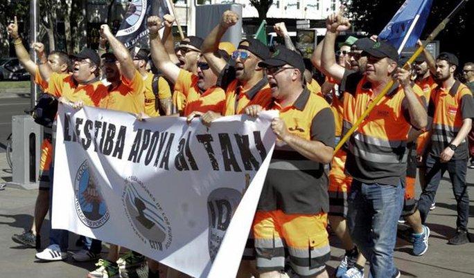 Casi el 100% de los estibadores españoles secunda la huelga