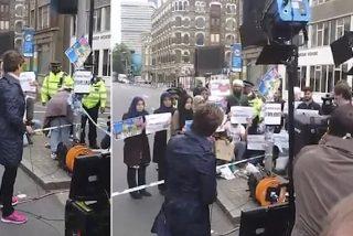¿Una cochina mentira de la CNN? Así se orquesta esta 'falsa protesta' de unos musulmanes contra el ISIS