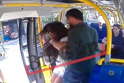 [VÍDEO] La salvaje agresión a una chica por llevar pantalones cortos durante el Ramadán