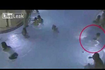 [VÍDEO] Un niño de 4 años se ahoga ante la indiferencia de adultos y otros niños