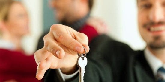 Alquila su propio piso a través de la plataforma Airbnb para poder recuperarlo