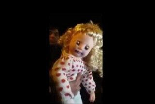 La terrorífica muñeca 'poseída' que no tiene baterías habla y mueve la cabeza